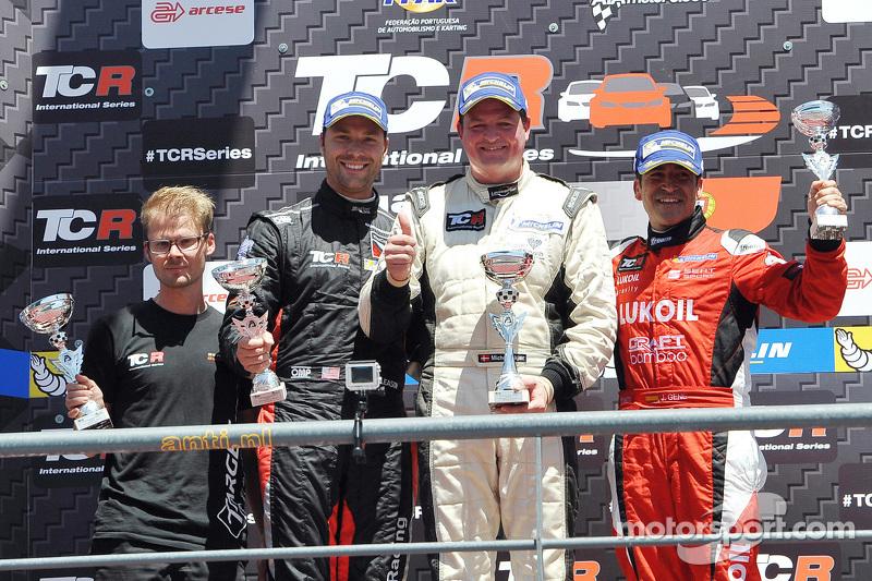 第一名,Michel Nykjaer, SEAT Leon, Target Competition;第二名,Kevin Gleason, 本田思域TCR, West Coast Racing,和第三名Jordi Gene, SEAT Leon, Craft Bamboo Racing LUKOIL