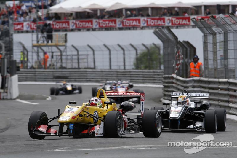 Antonio Giovinazzi, Jagonya Ayam mit Carlin Dallara Volkswagen, und Charles Leclerc, Van Amersfoort Racing, Dallara Volkswagen