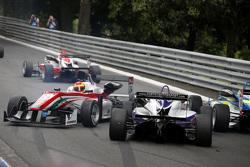 Брендон Майзано, Prema Powerteam, Dallara Mercedes-Benz и Мартин Као, Fortec Motorsports, Dallara Mercedes-Benz, столкновение