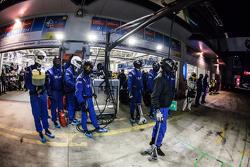 Team Falken Tire члени команди готовий до піт-стопу