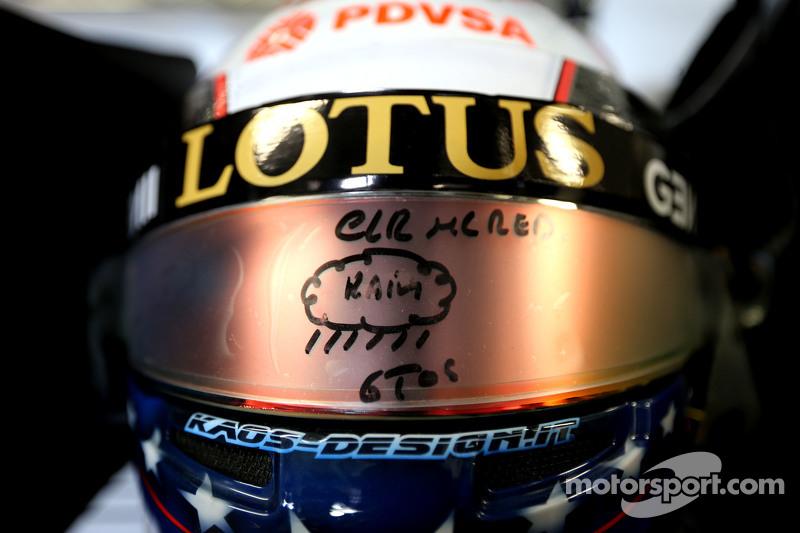 Helm Pastor Maldonado, Lotus F1 Team