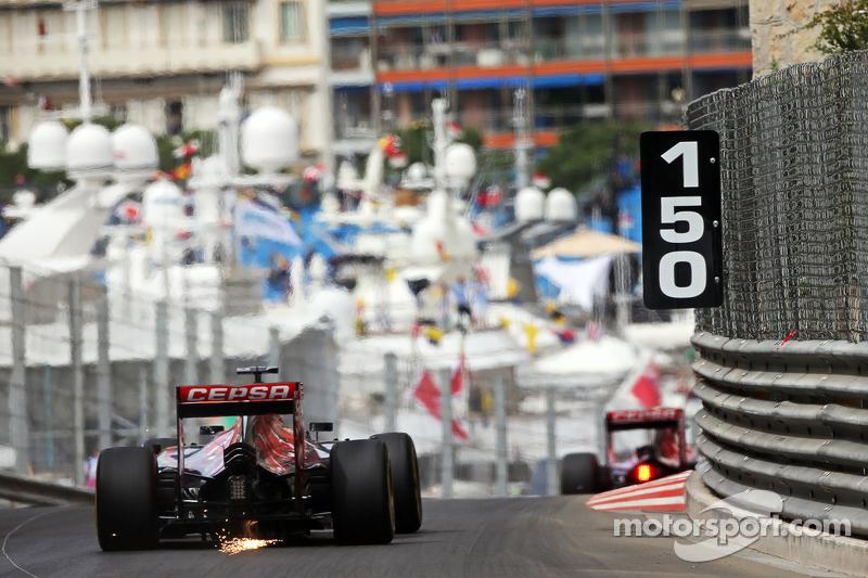 Макс Ферстаппен, Scuderia Toro Rosso STR10 посилає іскри