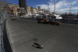 Debris on track as Alex Lynn, DAMS passes