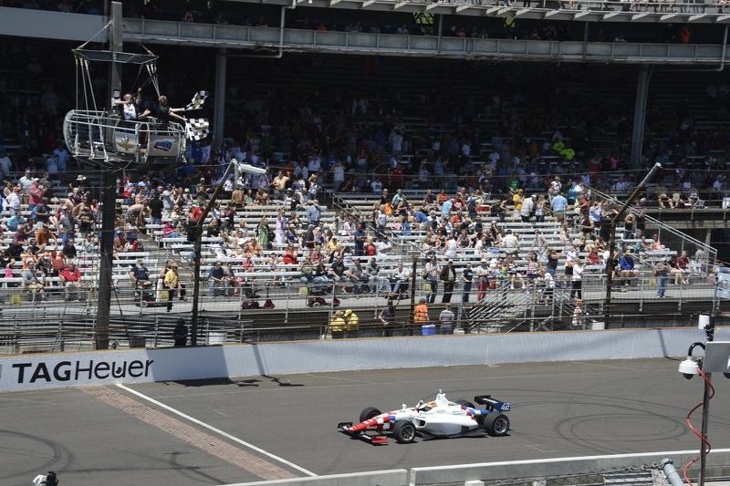 Jack Harvey, Schmidt Peterson Motorsports crossed the yard of bricks