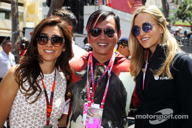 Fabiana Flosi, wife of Bernie Ecclestone, and Carmen Jorda, Lotus F1 Team Development Driver on the