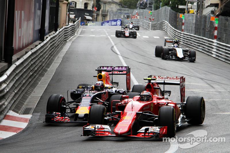 Kimi Raikkonen, Ferrari SF15-T and Daniel Ricciardo, Red Bull Racing RB11 battle for position