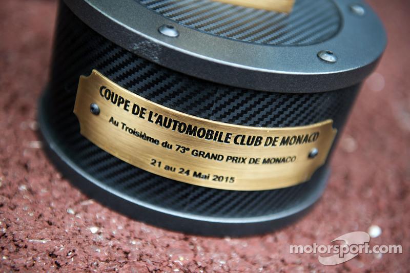 Nico Rosberg, Mercedes AMG F1 - Juara balapan 's trophy