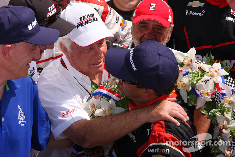 Race winner Juan Pablo Montoya, Team Penske Chevrolet with Roger Penske