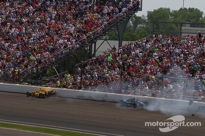 Оріол Сервія, Rahal Letterman Lanigan Racing Honda та Ед Карпентер, CFH Racing Chevrolet crash