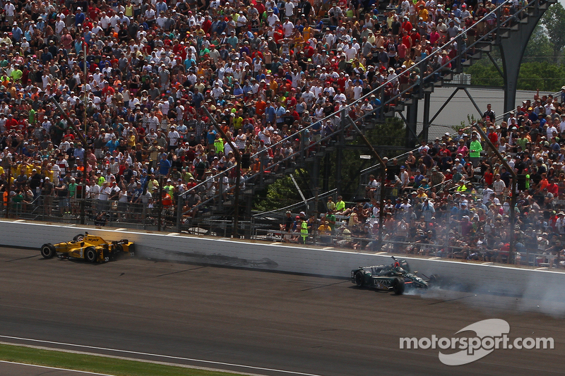 Оріол Сервія, Rahal Letterman Lanigan Racing Honda та Ед Карпентер, CFH Racing Chevrolet crash