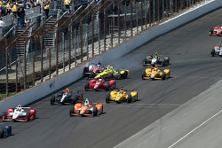 Sage Karam, Chip Ganassi Racing Chevrolet and Takuma Sato, A.J. Foyt Enterprises crash