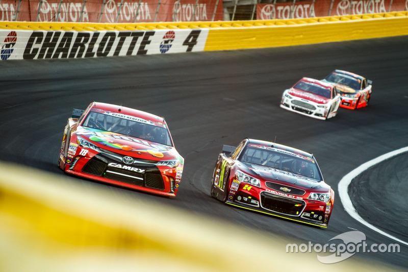 Kyle Busch, Joe Gibbs Racing, Toyota, und Jeff Gordon, Hendrick Motorsports, Chevrolet