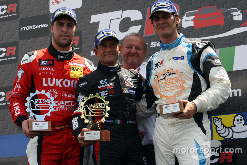 Podium: race winner Gianni Morbidelli, Honda Civic TCR, West Coast Racing, second place Pepe Oriola, SEAT Leon, Craft Bamboo Racing LUKOIL and third place Andrea Belicchi, SEAT Leon, Target Competition