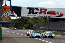 Stefano Comini, SEAT Leon, Target Competition and Andrea Belicchi, SEAT Leon, Target Competition
