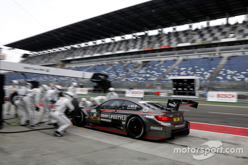 Boxenstopp für Tom Blomqvist, BMW Team RBM, BMW M4 DTM