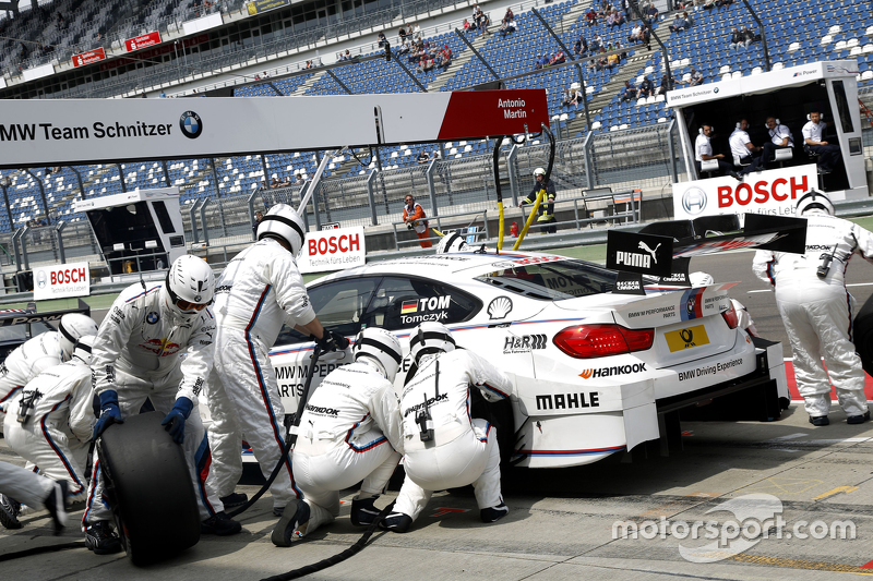 Boxenstopp für Martin Tomczyk, BMW Team Schnitzer, BMW M4 DTM