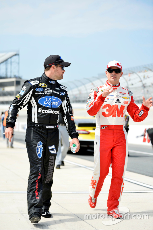 Ricky Stenhouse jr., Roush Fenway Racing, Ford, und Jeff Gordon, Hendrick Motorsports, Chevrolet