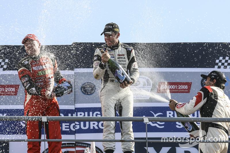 Sampanye Guillermo Ortelli, JP Racing Chevrolet dan Juan Manuel Silva, Catalan Magni Motorsport Ford