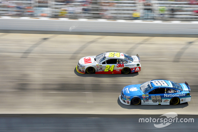 Jeff Gordon, Hendrick Motorsports Chevrolet and Dale Earnhardt Jr., Hendrick Motorsports Chevrolet