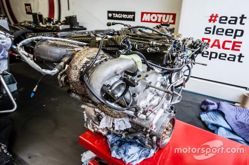 #21 Nissan Motorsports, Nissan GT-R LM NISMO, Motor
