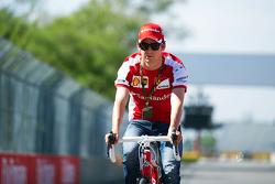 Esteban Gutierrez, Ferrari test- en reservecoureur, rijdt het circuit