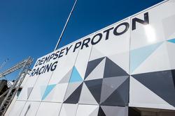 Dempsey Proton Competition, Transporter mit Logo