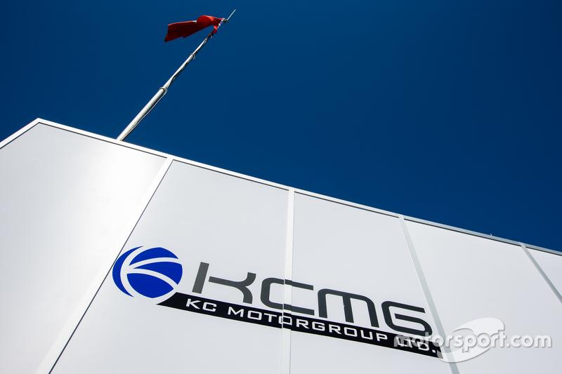 KCMG, Transporter und Logo