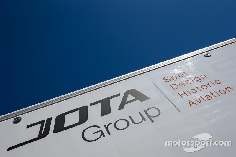 Jota Sport, Transporter mit Logo