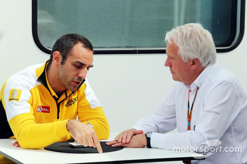Cyril Abiteboul, Renault Sport F1 Managing Director dengan Delegasi FIA, Charlie Whiting
