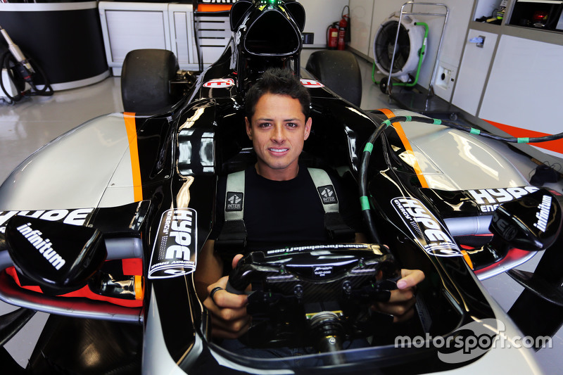 Javier Herndanez, Manchester Utd Football Player bersama the Sahara Force India F1 Team