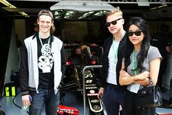 Гости команды Lotus F1, Бен Харди, актер, Лана Контор, актриса