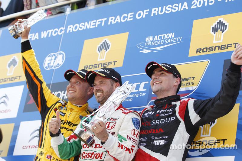 1. Tiago Monteiro, Honda Civic WTCC, Honda Racing Team JAS, 2. Rob Huff, Lada Vesta WTCC, Lada Sport Rosneft, und 3. Norbert Michelisz, Honda Civic WTCC, Zengo Motorsport