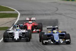Маркус Эриксон, Sauber C34 и Фелипе Масса, Williams FW37 - борьба за позицию