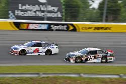 Тревор Бейн, Roush Fenway Racing Ford та Клінт Бойєр, Michael Waltrip Racing Toyota