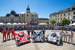 #17 Porsche Team Porsche 919 Hybrid: Timo Bernhard, Mark Webber, Brendon Hartley and #18 Porsche Team Porsche 919 Hybrid: Romain Dumas, Neel Jani, Marc Lieb and #19 Porsche Team Porsche 919 Hybrid: Nico Hulkenberg, Nick Tandy, Earl Bamber