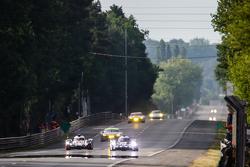#9 Audi Sport Team Joest, Audi R18 e-tron quattro: René Rast, Filipe Albuquerque, Marco Bonanomi und #18 Porsche Team, Porsche 919 Hybrid: Romain Dumas, Neel Jani, Marc Lieb