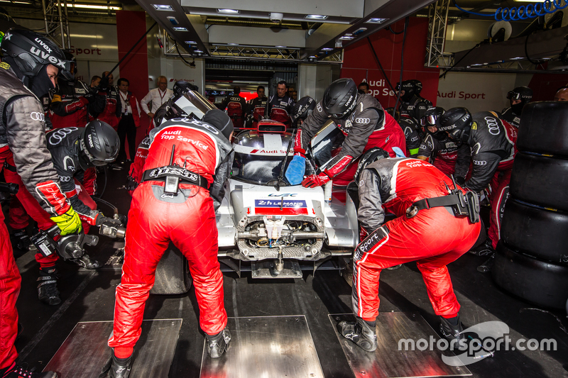 #8 Audi Sport Team Joest, Audi R18 e-tron quattro: Lucas di Grassi, Loic Duval, Oliver Jarvis mit Sc