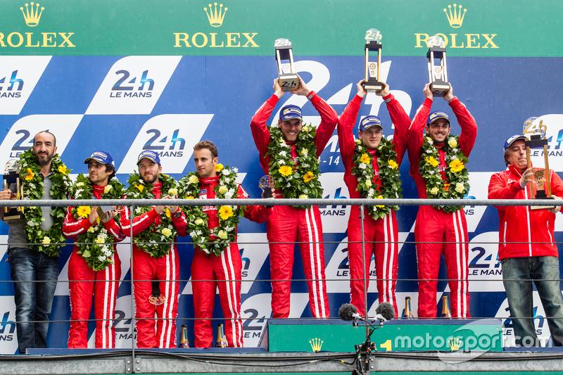LMP1 privateer podium: classJuara balapan#13 Rebellion Racing Rebellion R-One: Dominik Kraihamer, Da