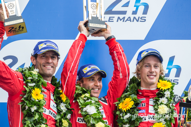 LMP1 podium: peringkat kedua Porsche Team: Timo Bernhard, Mark Webber, Brendon Hartley
