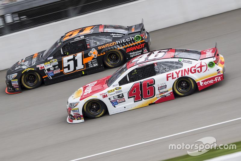 Michael Annett, HScott Motorsports Chevrolet ve Justin Allgaier, HScott Motorsports Chevrolet