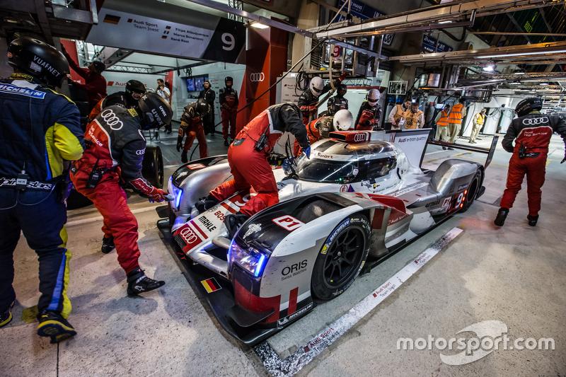 Boxenstopp für #9 Audi Sport Team Joest, Audi R18 e-tron quattro: René Rast, Filipe Albuquerque, Marco Bonanomi