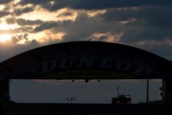 Salida del sol en el puente Dunlop con nubes