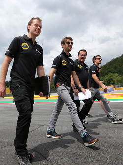 Jolyon Palmer, Lotus F1 Team, Julien Simon-Chautemps, engenheiro de Romain Grosjean, Lotus F1 Team  e Romain Grosjean, Lotus F1 Team