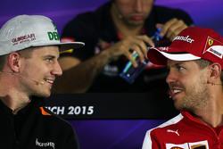 (Kiri ke Kanan): Nico Hulkenberg, Sahara Force India F1 dengan Sebastian Vettel, Ferrari dalam Konferensi Pers FIA