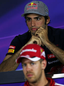 Carlos Sainz Jr., Scuderia Toro Rosso dan Sebastian Vettel, Ferrari dalam Konferensi Pers FIA