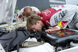 Hans-Joachim Stuck con Mattias Ekström celebran la imagen del recuerdo, con la celebración del debut con victoria de Audi en DTM de 1990 en Norisring