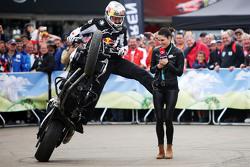 Chris Pfeiffer, Motorrad-Stuntfahrer