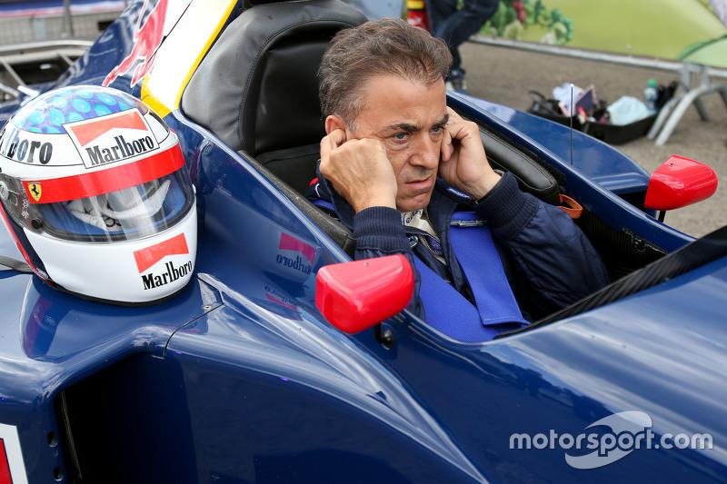 Jean Alesi, im Sauber C14, bei der Legenden-Parade