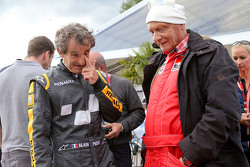 Alain Prost con Niki Lauda, Presidente Non Esecutivo Mercedes alla Parata delle Leggende