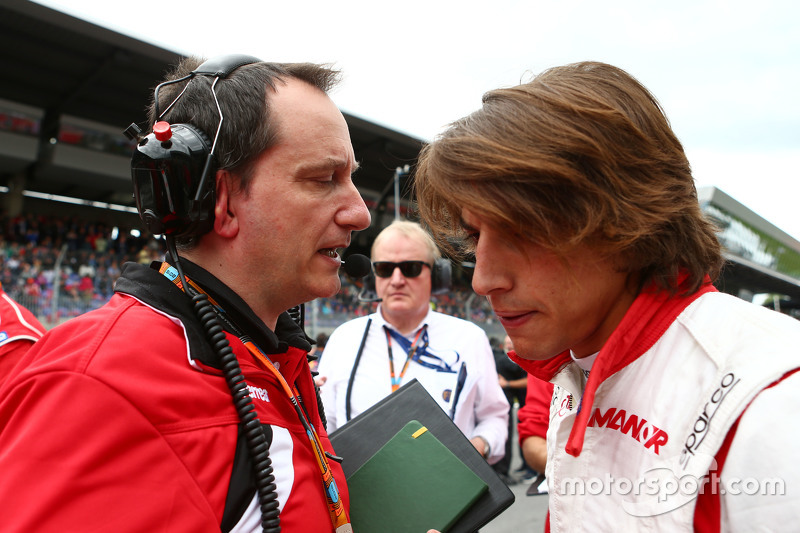 Gianluca Pisanello, Manor F1 Team Chief Engineer with Roberto Merhi, Manor F1 Team on the grid